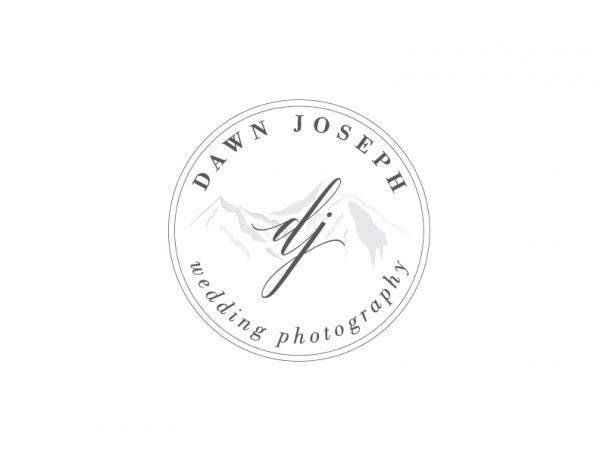 mountain photographer circle logo